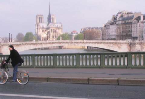 Cyclist across the Seine